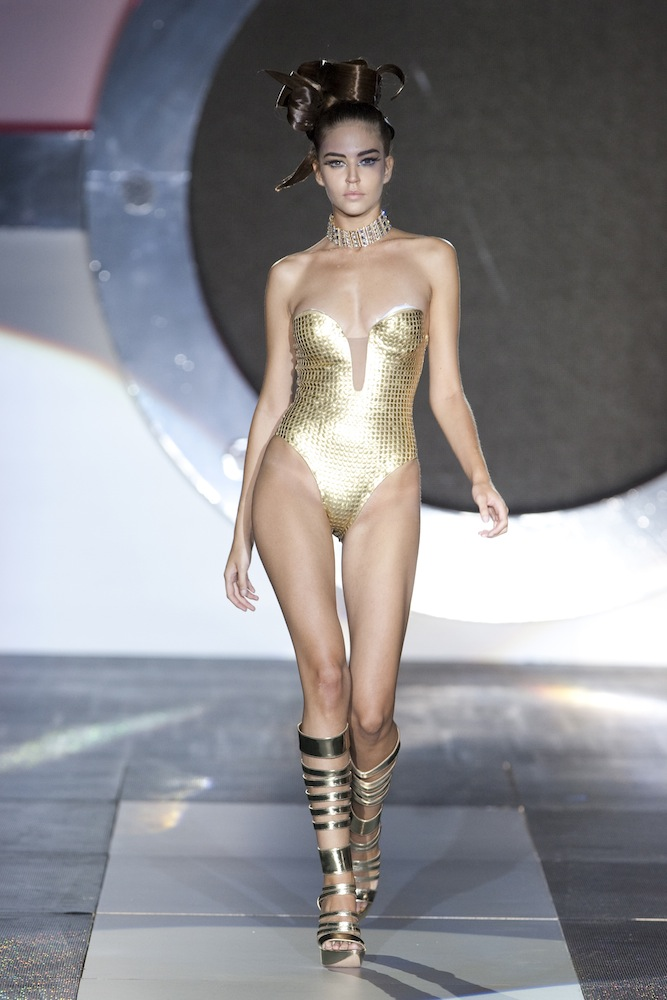 b65238caf4 Andres Sarda – Click on pictures to enlarge. Spring-Summer 2010 ...