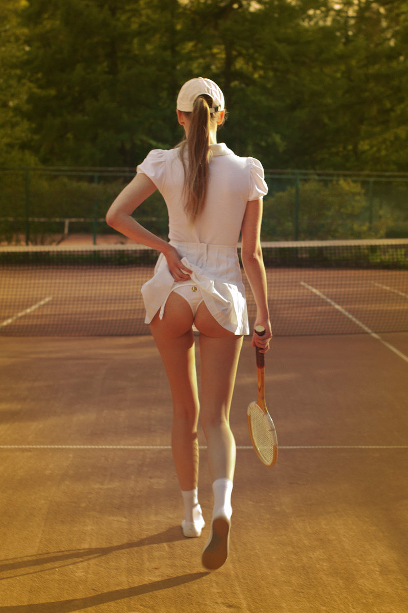 tennis girl skirt ass
