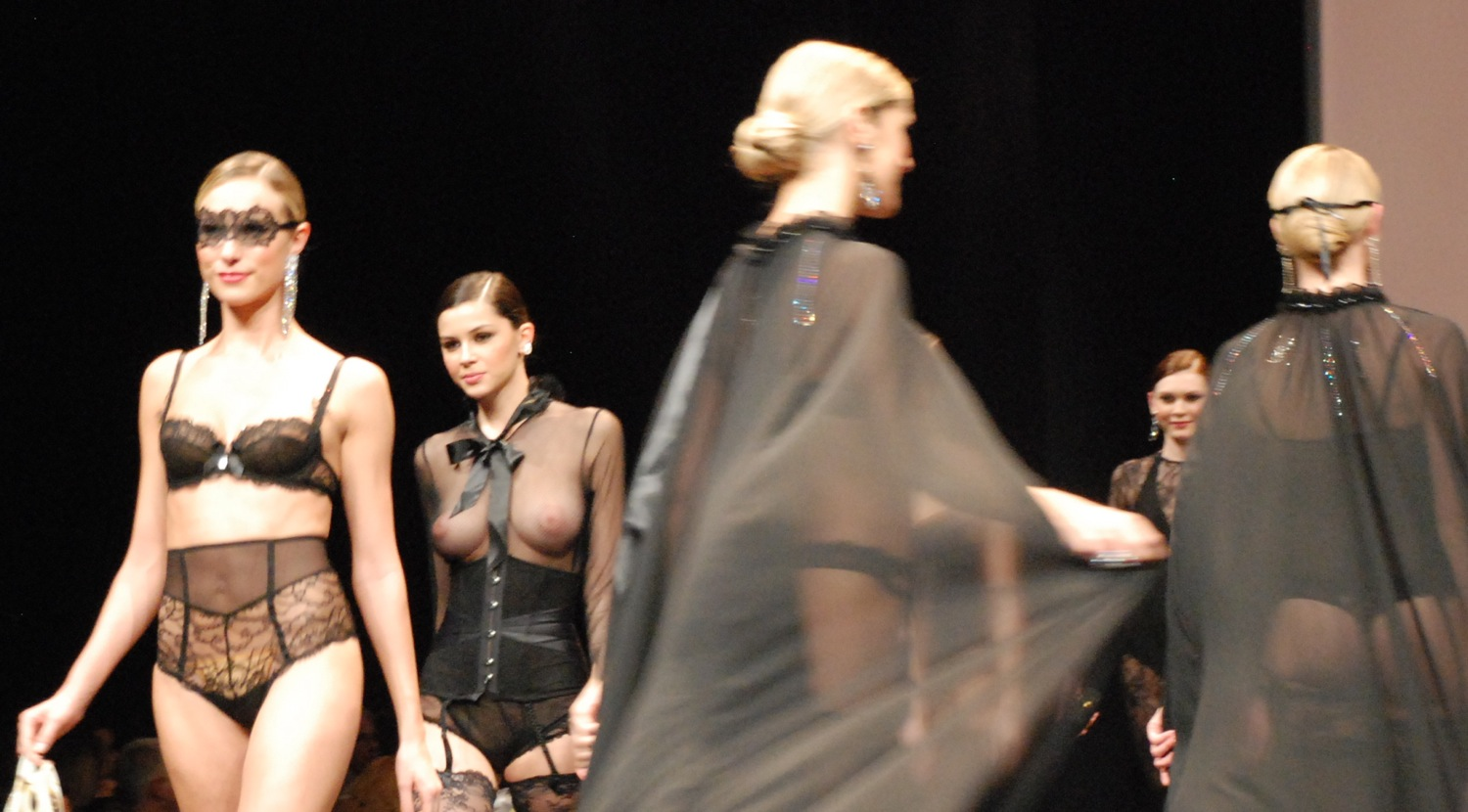 Salon de la Lingerie 2011  The Lise Charmel Catwalk be8f5d8ba