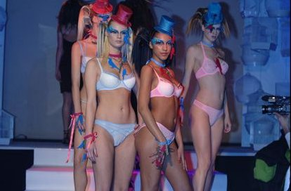 undressed-defile2006-01
